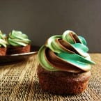 5 Minute Fancy Frosting Tutorial from @KatrinasKitchen