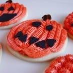 Pumpkin Carving Cookies from @KatrinasKitchen