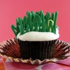 Easter Egg Hunt Cupcakes from @KatrinasKitchen