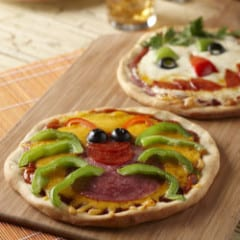 Spooky Pizza from Hostess with the Mostess @katrinaskitchen
