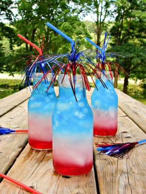 July Fourth Layered Drink Tutorial | www.inkatrinaskitchen.com