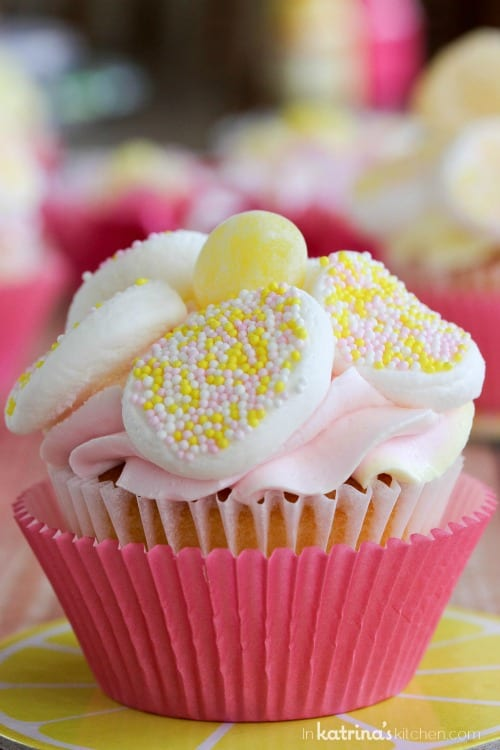 """Easy Lemon Daisy Cupcake Recipe- simple and fast but not lacking in """"wow factor!"""""""