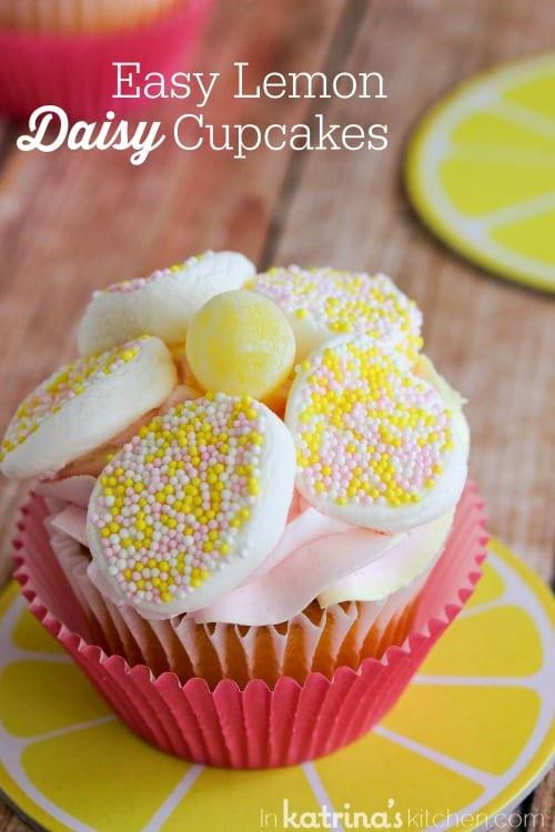 Easy Lemon Daisy Cupcake Recipe- use marshmallows to brighten up these beautiful lemon cupcakes!
