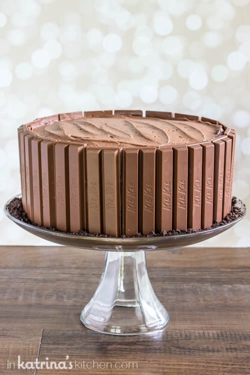 Decorate this chocolate cake in minutes!