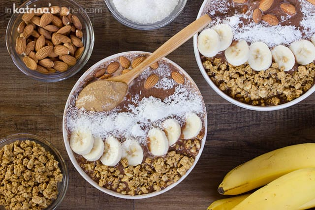 Chocolate Almond Butter Smoothie Bowl Recipe. Start your day right!