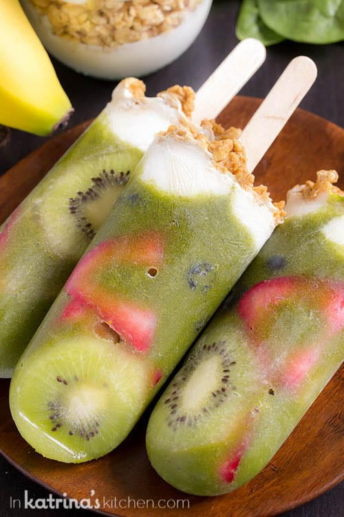 Easy and healthy way to start your morning! Green Smoothie Parfait Popsicles Recipe