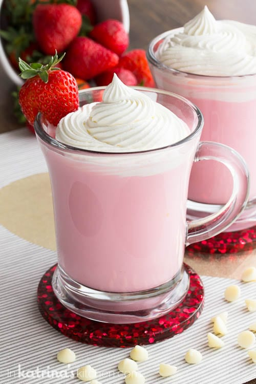 How to make Homemade Whipped Cream in under 1 minute #whippedcream #homemade #hotchocolate #strawberry