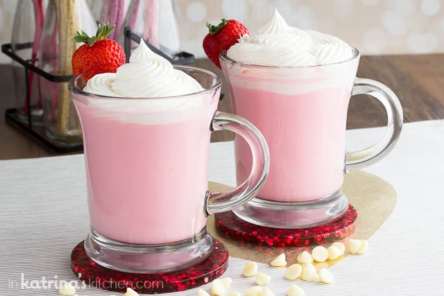 Strawberry White Hot Chocolate recipe topped with Homemade Whipped Cream #whippedcream #homemade #hotchocolate #strawberry