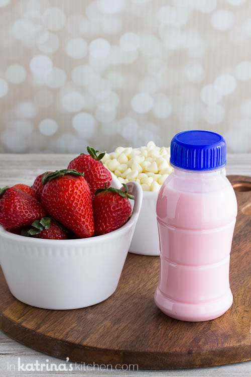 Simple 3 ingredient Homemade Strawberry White Hot Chocolate #homemade #hotchocolate #strawberry